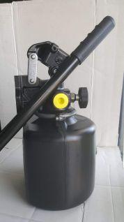BOMBA MANUAL 4.5L SE PLASTICO C.PALANCA - 603000102044  BOMBA HIDRAULICA MANUAL CON DEPOSITO DE PLASTICO Y CON PALANCA INCLUIDA.