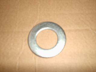 Arandela de fijacion GKN de D.27. REF : 7006520  diametro exterior = 50 mm  diametro inetrior = 28 mm  ancho = 3 mm