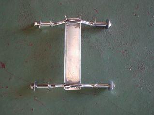 Soporte Rodillo lateral Cuadruple 280001/D42404  para instalar en tubos de un maximo de 45mm de ancho.  la rueda recomendada para este soporte es la referencia 580001